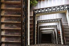 quadratisch runter (HerrWick) Tags: stairs hungary budapest treppe staircase ungarn stiege altbau stiegenhaus wwwnettesbildat dsc9307a