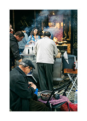 Lisboa - Chiado (Sr. Cordeiro) Tags: street old man portugal vendedor nikon lisboa lisbon smoke vendor rua nikkor f18 homem v1 velho roaster fumo chiado chesnuts castanhas 185mm roastedchesnuts castanhasassadas assador