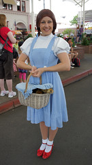 Character Greeting in Movie World / Gold Coast (haphopper) Tags: australia entertainment qld queensland performers themepark movieworld goldcoast warnerbrosmovieworld charactergreeting 2013