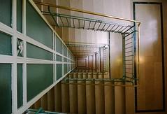 Stiegenhaus Altbau Wien 9 (HerrWick) Tags: wien nokia lift 920 stufen stiege treppen altbau lumia stiegenhaus wwwnettesbildat