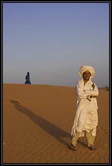 Berber men in Erg Chebbi desert (Ciao Anita!) Tags: friends sunset shadow man zonsondergang tramonto desert ombra uomo morocco marocco schaduw sanddunes marokko deserto merzouga woestijn ergchebbi dunedisabbia zandduinen meknèstafilalet theperfectphotographer fotoworkshopnl