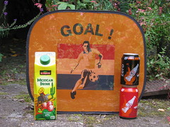 Holland-Mexico (streamer020nl) Tags: orange holland netherlands mexico football goal fussball drink 21 nederland coke mexican cocacola cans naranja zero voetbal oranje blikjes hup eltequito