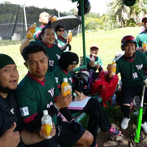 WanderPasa having YouC1000 drinks during the Wanderers Pasadena Co-Ed Modified Pitch Softball Carnival at the Jerudong Sports Complex. #Softball #Brunei #YOUC1000 @brunei_youc1000