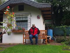 Bank Selfie (peterwoelwer) Tags: garden garten kleingarten schrebergarten herbst omd omdem5 olympusomdem5 olympus olympusem5 selfportrait selfie selbstauslser selbstportrait mft microfourthirds microfourthird