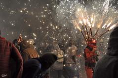Correfoc 055 (Pau Pumarola) Tags: correfoc foc fuego feu fire feuer guspira chispa étincelle spark funke festa fiesta fête fest diable diablo devil teufel catalunya cataluña catalogne catalonia katalonien girona diablesdelonyar