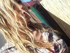 good vibes (_Swami_) Tags: goodvibes positive beach sea surf sunny salty hair blonde bionda rubia love shirt lips sguardo fashion blog blogger girly girl girls guys cmblog