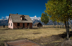 Grand Teton National Park (nebulous 1) Tags: gtnp grandtetons mormonsettlement wy grandtetonnationalpark home building mountains landscape nature nikon nebulous1 glene