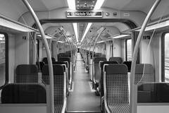 2016-11-10 (schauplatz) Tags: deutschland stuttgart tagesfoto daybyday schwarzweis blackandwhite blackwhite train zug sbahn leer empty symmetry symmetrie