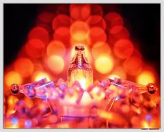 Shine a Light (Silke Klimesch) Tags: bokeh macro makrofotografie advent licht light fairylights endlesslight lichterkette rot orange pink red glhlampe lightbulb shinealight olympus omd em5