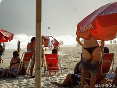 Itacoatiara (Klauss Egon) Tags: sunset pordosol brazil praia beach girl rio brasil riodejaneiro canon waves mulher bikini niteroi ondas biquini