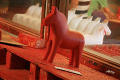 A red horse (paral_lax <)><) Tags: rood paard rd hst