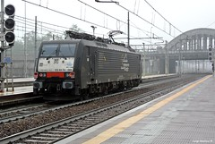 E189 985 ISC (Luigi Basilico) Tags: milan station electric private milano eisenbahn railway cargo class company locomotive bahn hauptbahnof bahnof rogoredo servizi mrce dispolok e189 interporto italianische baurheihe