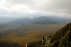 Bromo Tengger Semeru National Park (Ahmad Fuad Morad) Tags: indonesia bromo mountbromo eastjava jawatimur bromotenggersemerunationalpark mountbatok gunungbatok mountpananjakan tenggersandsea lautpasirtengger gunungpananjakan serunipoint teggercaldera kawahtengger