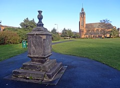 Bin (Bricheno) Tags: park church scotland edinburgh catholic chapel escocia bin sundial portobello szkocja romancatholic schottland stjohntheevangelist scozia cosse brightonpark  esccia   bricheno stjohntheevangelistromancatholicchurch scoia