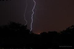 Raios e troves 1 (Bernardo Macena) Tags: summer brazil storm latinamerica southamerica rain rio janeiro tropical vero lightning blitz regen sturm tempestade raio