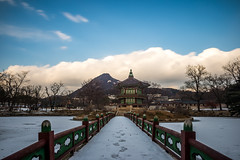 Kyoungbok Palace () (johnsteelephoto) Tags: asia korea seoul   gwanghwamun    kwanghwamun asianlandscape koreanphotos kyoungbokpalace seoullandscape koreanpictures koreanlandscapes koreanlandscape  picturesofkorea photosofkorea photographsofkorea koreanphotographs landscapesofkorea