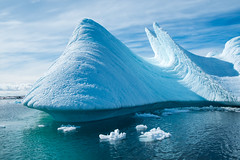 Aerodynamic iceberg near Yalour Islands (hans.freistatter) Tags: antarctica iceberg southshetlandislands yalourislands