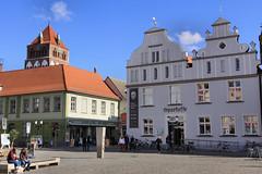 Marktplatz - Sparkasse - Greifswald (Stefan_68) Tags: germany deutschland cobblestones marketplace gable marktplatz sparkasse greifswald mecklenburgvorpommern giebel kopfsteinpflaster hausgiebel