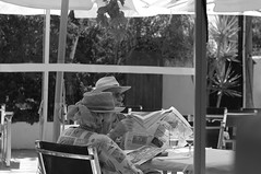 Alemanes/German people (Joe Lomas) Tags: leica blackandwhite bw españa byn blancoynegro hat real reading spain reader candid tourists bn alicante reality streetphoto sombrero oldpeople denia turistas lector ancianos realidad alacant viejos lectora mayores leyendo robado terceraedad realphoto personasmayores gentemayor viejecitos fotoreal photostakenwithaleica leicaphoto