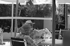 Alemanes/German people (Joe Lomas) Tags: leica blackandwhite bw espaa byn blancoynegro hat real reading spain reader candid tourists bn alicante reality streetphoto sombrero oldpeople denia turistas lector ancianos realidad alacant viejos lectora mayores leyendo robado terceraedad realphoto personasmayores gentemayor viejecitos fotoreal photostakenwithaleica leicaphoto