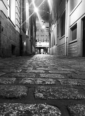 La ruelle. Rue Saint Etienne. Vieux Lille. (fourmi_7) Tags: pavs lille nord soir nuit noirblanc white black alley pavements harms evening kick