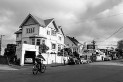 Kelburn, Wellington (Andrs Guerrero) Tags: islanorte newzealand nuevazelanda oceana wellington kelburn urban urbano city town blancoynegro blackandwhite blackwhite monochrome monocromo monocromtico street calle