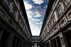 Prospettiva Magritte (Roberto -) Tags: perspective florence uffizi sky magritte surrealism surrealismo firenze galleria prospettiva architettura architecture reverse capovolto