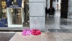 La Vie en Rose (Aellev) Tags: aellev ombrello piove pioggia fiori flowers rain milanocorsovittorioemanuele pink rosa fluo autunno umbrella bagnato pozzanghera itsraining