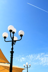 Scheveningen, Nederland (Kristel Van Loock) Tags: scheveningen schveningue denhaag lahaye laie thehague nederland thenetherlands olanda holland hollande lespaysbas paesibassi badplaats stationbalnaire mei2016 may2016 noordzee seaside seasideresort europe europa lantaarnpalen lamppost lampioni bluesky cielbleu cielo ciel sky blauwehemel lahaya lospasesbajos pasesbaixos zuidholland