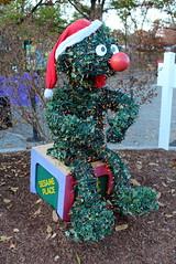 Sesame Place (wallyg) Tags: amusementpark buckscounty elmo langhorne pennsylvania sesameplace themepark treesculpture sesamestreet