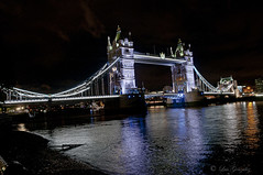 "London: ""Tower Brigde"". (lgonzalez_l Luis González) Tags: london londres river tamesis brigde towerbrigde nikon night"