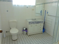 "Kookaburra Cottage bathroom • <a style=""font-size:0.8em;"" href=""http://www.flickr.com/photos/54702353@N07/9798998723/"" target=""_blank"">View on Flickr</a>"