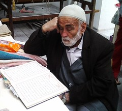 old man in Tire (Turkey) reading the Kur'an (peterpeers) Tags: turkey oldman tire kuran