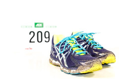 02/52 Laufen, laufen, laufen... (Schwubb) Tags: sport project shoe 50mm nikon shoes running number bremen schuhe serie projekt 52 januar schuh laufen 2014 brgerpark 10km wettkampf joggen startnummer 52weeks winterlaufserie d7000 52wochen