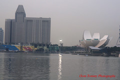 the light is on (tomzcafe) Tags: nikon singapore marinabay d90 carlzeissjena5028