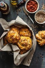 IMG_3158_exp-3 (Helena / Rico sin Azcar) Tags: bread pan knots panecillos mantequilla semillas seeds butter romesco salsa dip