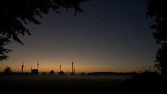 Morgengrauen (malp007) Tags: dmmerung morgen nebel fog mist dunst lowlight licht light windmhle windkraftanlage silhouette farbverlauf landscape kontrast morning dawn feld