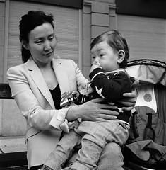 M & M (imanol6x6) Tags: sansebastian donostia eh rolleiflex trl f28 6x6 120 500x500 mediumformat mf trix 400 kodak film ultrafin bw blackandwhite nophotoshop street portrait