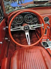 Stingray_interior_DSCN4445 copy (darioalvarez) Tags: cochesclsicos autoclssicoporto2016 oporto portugal octubre2016 exponor corvettestingray cochedeportivo rojo