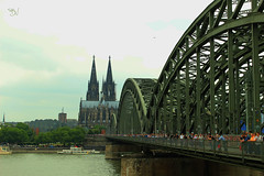 Köln (Borja Vera) Tags: köln cologne deutschland germany landscape life sun sunset clouds sky trees colours green blue summer holidays river bridge train cathedral architecture vacation travel exploring nature photography canon