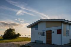 Evening by the Coast (Infomastern) Tags: malm sibbarp bridge bro building byggnad cloud coast kust sky resundsbron