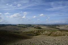 Baccoleno, Crete Senesi (Antonio Cinotti ) Tags: landscape paesaggio toscana tuscany italy italia siena hills colline campagnatoscana cretesenesi asciano nikond7100 nikon d7100 rollinghills nikon1685 baccoleno agriturismobaccoleno
