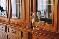 - (Giorgi Roberta) Tags: inside allinterno vase glass classic furniture vetro mobile legno wood wooden riflessi home house casa petals flower peach fiori pesca petali