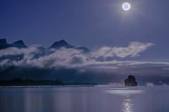 Objectif Lune (Valentin le luron) Tags: 20161203 nikon 800 e villeneuve riviera vaud romandie switzerland lac lman montagne nuit lune nuage reflet paysage nature lumire yves paudex lausanne