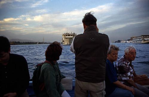 "Ägypten 1999 (466) Luxor: Felukenfahrt zur Gezira el-Mozh (Banana Island) • <a style=""font-size:0.8em;"" href=""http://www.flickr.com/photos/69570948@N04/30580237470/"" target=""_blank"">View on Flickr</a>"