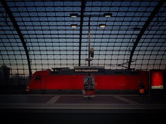 i see red (paddy_bb) Tags: paddybb 2016 deutschland germany cityscape berlin hauptbahnhof olympusomd silhouette trainstation