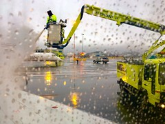 Pour it on Buddy! Don't be stingy. (Jamie McCaffrey) Tags: preflight tarmac safety winter flightsafety macdonaldcartierairport macdonaldcartierinternationalairport iphone6s cellphoto ottawa deicing aircanada airport