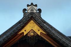 Roof (Teruhide Tomori) Tags: 京都 神社 日本 伝統 神殿 伏見稲荷大社 寺社建築 木造建築 kyoto fushimiinaritaishashrine japon japan tradition architecture construction building wooden roof