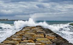 Playa de Pinedo (Valencia) (tonomf) Tags: pinedo valencia españa mediterráneo olas mar temporal escollera nubes cielo espuma blanco azul nikon nikond5100 paisaje horizonte landscape sea water agua