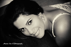 _DSC6175 - Rosana - Rio de Janeiro - Brasil (Marcos_Luz) Tags: brazil portrait flores look branco brasil riodejaneiro canon vintage 50mm see nikon cross retrato rosa sigma olhos pb preto processing mm nikkor process rosana rosas antigo 18mm 70mm 105mm 10mm d90
